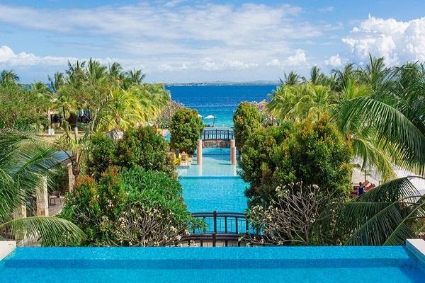 Crimson Resort&Spa Cebu et Hotel Admiral Plaza Dubai