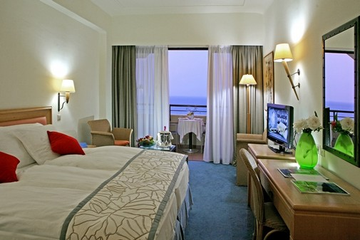 Amathus Beach & Suites